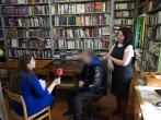 Lukiškių tardymo izoliatoriuje-kalėjime veikiančioje bibliotekoje lankėsi Lietuvos nacionalinio radijo ir televizijos reporterė Rūta Kupetytė