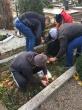 Pusiaukelės namų gyventojai tvarkė kapines