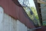 Prie Kybartų pataisos namų buvo sulaikytas asmuo, kuris ketino į įstaigos teritoriją įmesti paketus su nuteistiesiems draudžiamais turėti daiktais