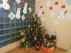 Auklėtiniai tardymo izoliatoriuje kalėdinėmis dekoracijomis puošė patalpas